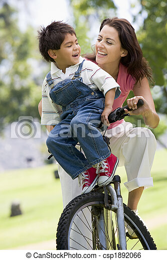 мальчик, женщина, молодой, велосипед, на открытом воздухе, улыбается - csp1892066