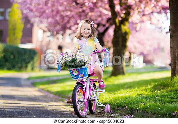немного, bike., bicycle., ребенок, верховая езда, девушка - csp45004023