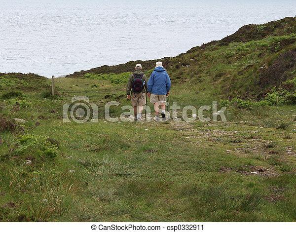 пара, гулять пешком, пожилой - csp0332911