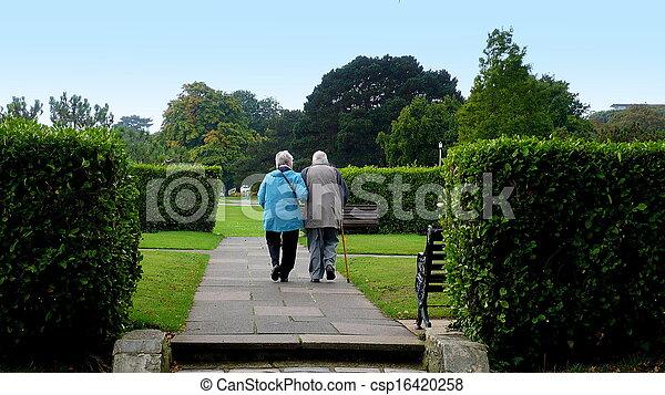 пара, гулять пешком, пожилой - csp16420258