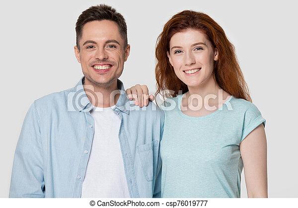 портрет, ищу, семья, camera., счастливый, романтический, пара, улыбается - csp76019777