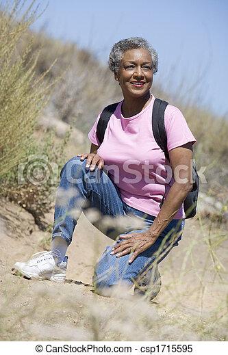 след, гулять пешком, женщина, старшая - csp1715595