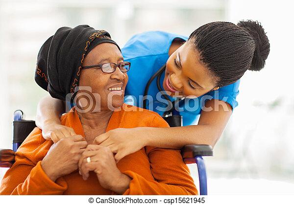 старшая, пациент, медсестра, женский пол, африканец - csp15621945