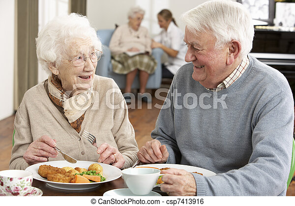старшая, enjoying, пара, вместе, еда - csp7413916