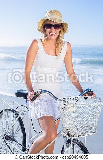 счастливый, блондинка, велосипед, ri, безумно красивая - csp20434005