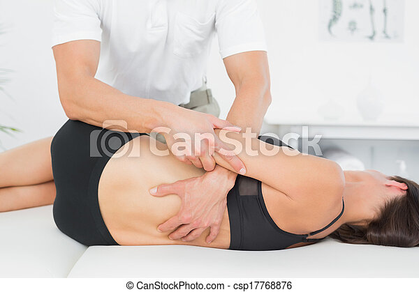 физиотерапевт, офис, медицинская, woman's, назад, massaging - csp17768876