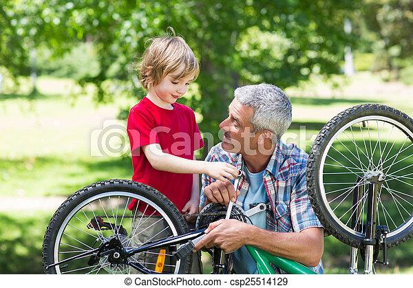 фиксация, his, отец, велосипед, сын - csp25514129