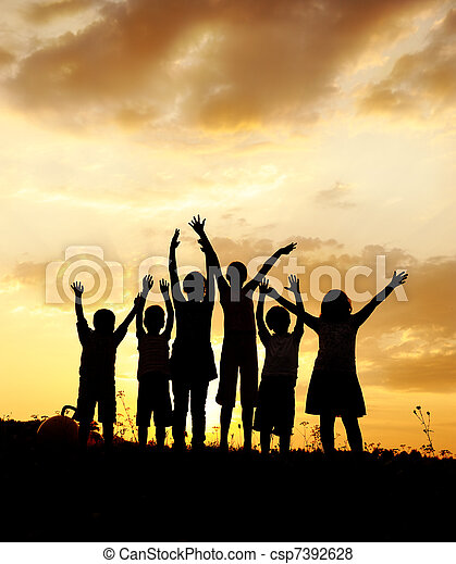 אחו, קבץ, צללית, שקיעה, קיץ, לשחק, ילדים, שמח - csp7392628