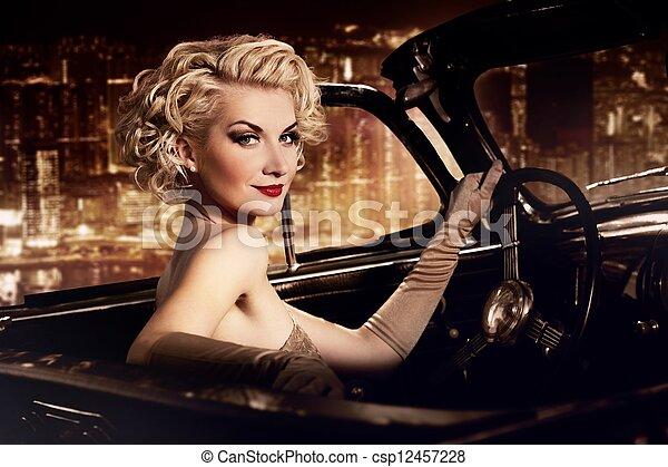 אישה, city., מכונית, נגד, ראטרו, לילה - csp12457228