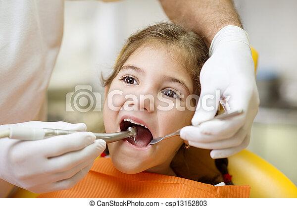 ביקור של השיניים - csp13152803