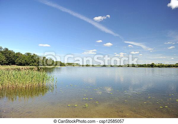 דממה, מים של אגם - csp12585057