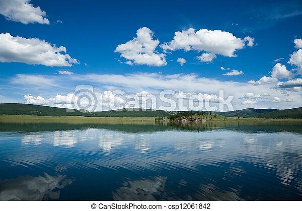 השתקפות של אגם - csp12061842