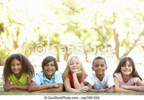 חנה, בטנים, קבץ, ילדים, *משקר/שוכב - csp7491234