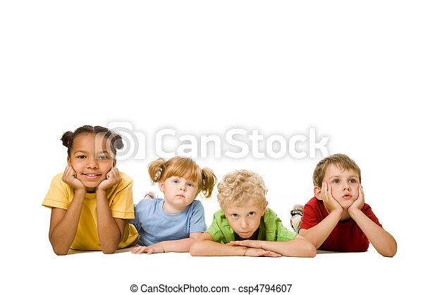 ילדים, *משקר/שוכב - csp4794607