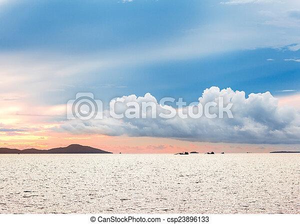 נראה, איים, עלית שמש, אופק, ים - csp23896133