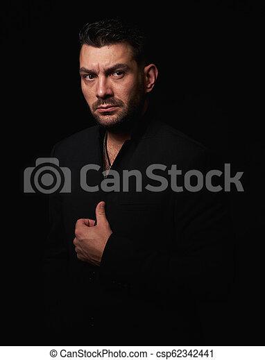 あごひげを生やしている, 上に, 黒, スタジオ, 背景, 深刻, 人 - csp62342441