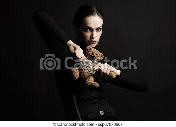 おもちゃ, 手掛かり, 熊, 女, 黒いドレス, 流行 - csp67870667