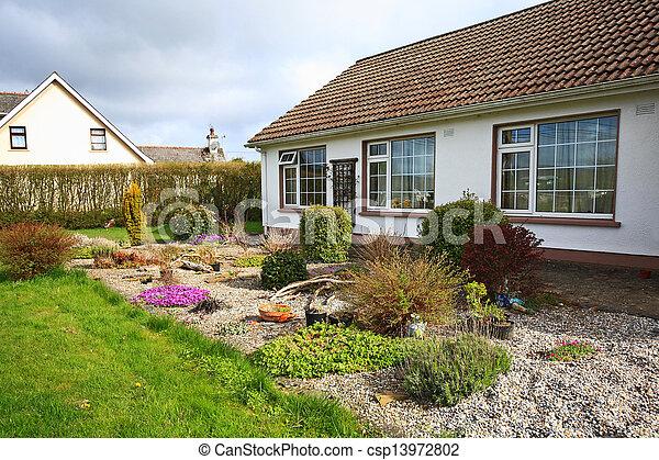 かなり, 家族, 家, 庭 - csp13972802