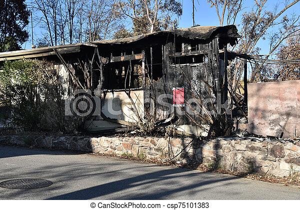 から, 家, 火, 燃えた, 破壊された - csp75101383
