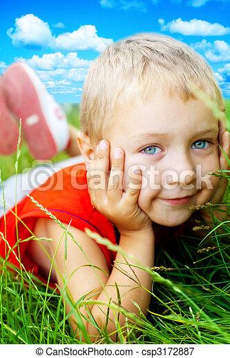 かわいい, 春, 子供, 微笑, 草, 幸せ - csp3172887