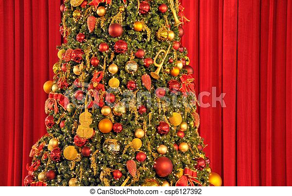 に対して, 木, クリスマス, ひだのある布, 赤 - csp6127392