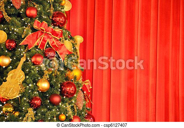 に対して, 木, クリスマス, ひだのある布, 赤 - csp6127407