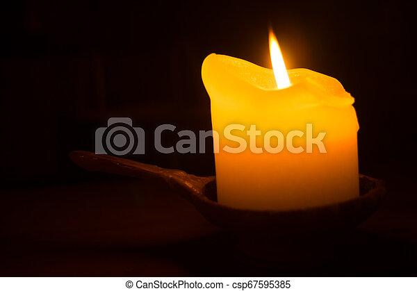 ろうそく, 白熱, 炎, 燃焼, dark. - csp67595385