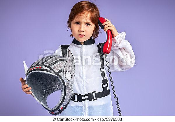 わずかしか, 宇宙人, 話し, 男の子, スーツ, かわいい, 電話, landline - csp75376583