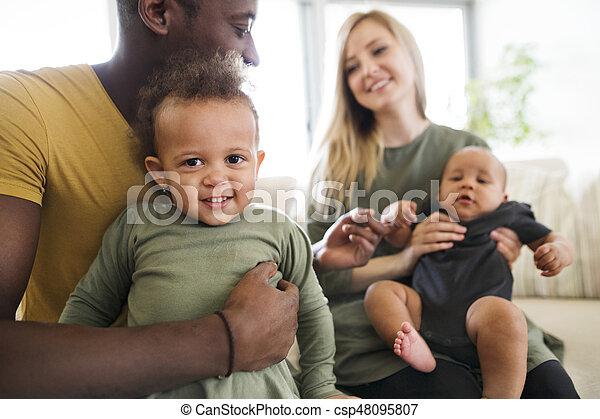 わずかしか, 家族, 若い, interracial, home., 子供 - csp48095807