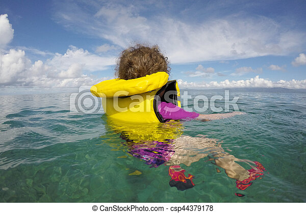 わずかしか, 生活, 海洋, ジャケット, 子供, 単独で, 浮く - csp44379178