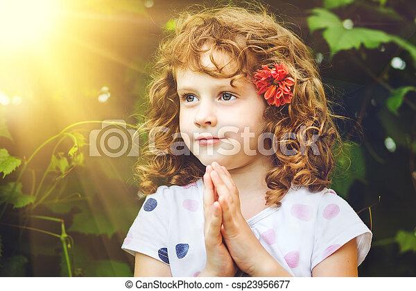 わずかしか, 祈ること, 女の子 - csp23956677