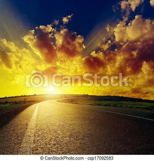 アスファルト, 素晴らしい, 日没, 上に, 道 - csp17092583