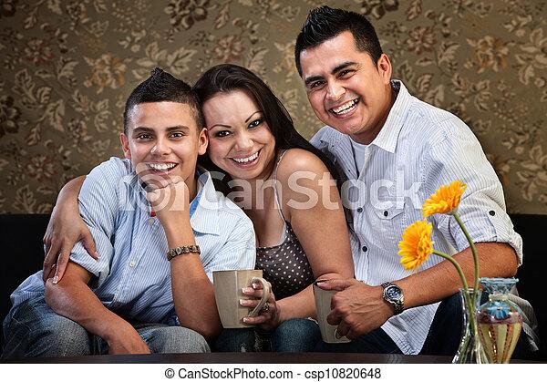 アメリカ人, 幸せ, 若い 家族, ネイティブ - csp10820648
