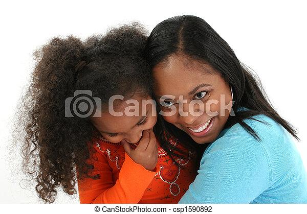 アメリカ人, 母, 娘, 抱き合う, アフリカ - csp1590892