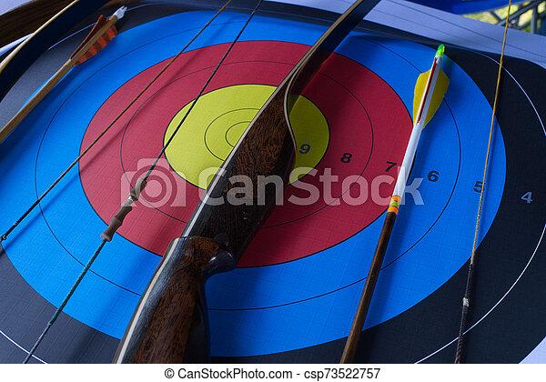 アーチェリーターゲット, 矢, 弓 - csp73522757