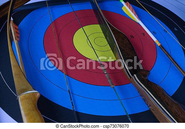 アーチェリーターゲット, 矢, 弓 - csp73076070