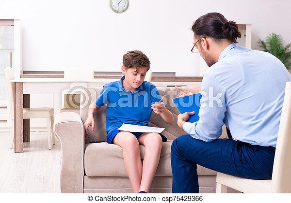 インターネット, マレ, 男の子, 訪問, 医者, 常習している - csp75429366