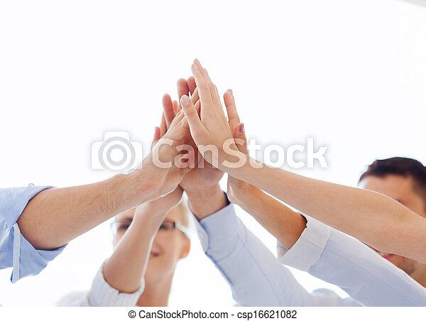 オフィス, ビジネス, 寄付, 高い 5, チーム, 幸せ - csp16621082