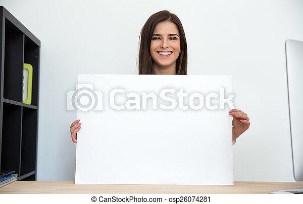 オフィス, 女性実業家, 保有物, ブランク, 微笑, カード - csp26074281