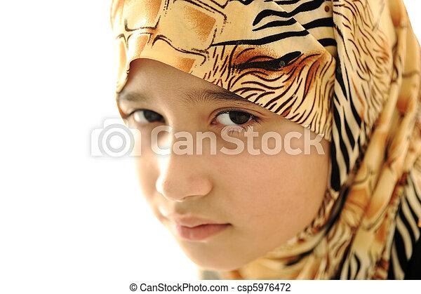 カバーされた, 女の子, muslim, 悲しい - csp5976472