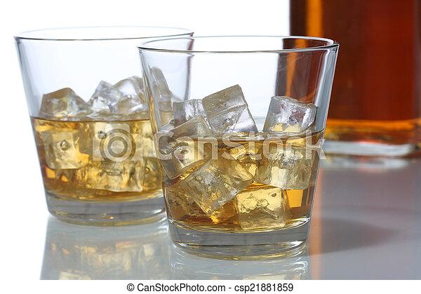 ガラス, 立方体, 氷, ウイスキー - csp21881859