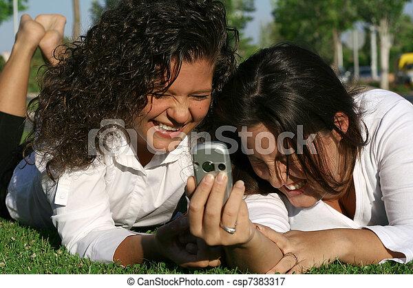 キャンパス, 生徒, ∥あるいは∥, 携帯電話, モビール, 楽しみ, 持つこと, 笑い - csp7383317