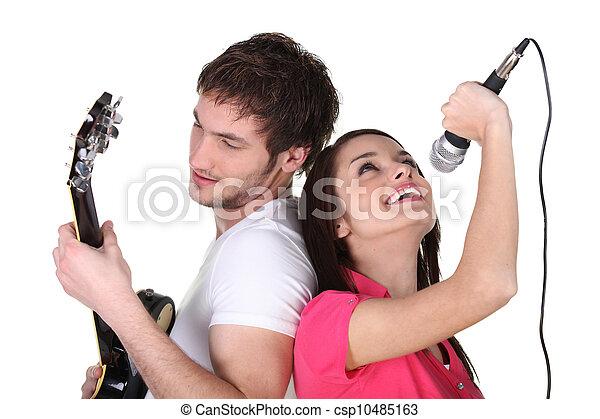 ギターの遊ぶこと, 歌うこと, 2人の人々 - csp10485163