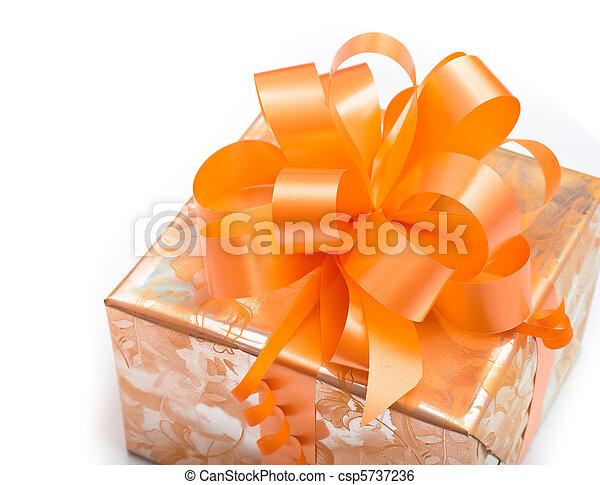 ギフトの弓, ペーパー, 背景, オレンジ, 白, パックされた, すてきである - csp5737236