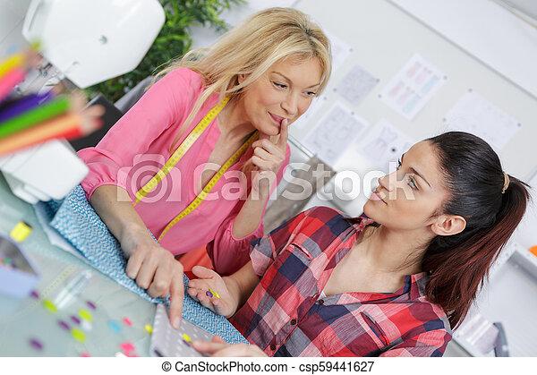 クラス教師, 学生, dressmaking - csp59441627