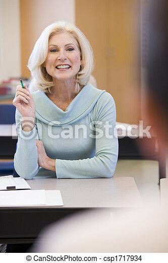 クラス, 成人の学生, focus), (selective, 教師 - csp1717934