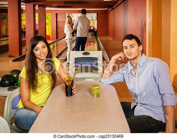 クラブ, テーブル, 恋人, の後ろ, ボウリング - csp23130469