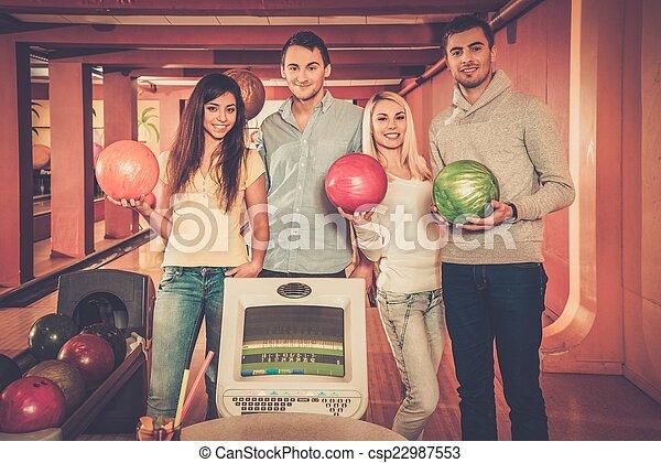 クラブ, ボウリング, グループ, 若い人々 - csp22987553