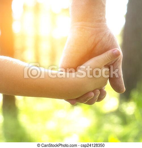 クローズアップ, 自然, 手, 子供, バックグラウンド。, 成人, 手を持つ - csp24128350