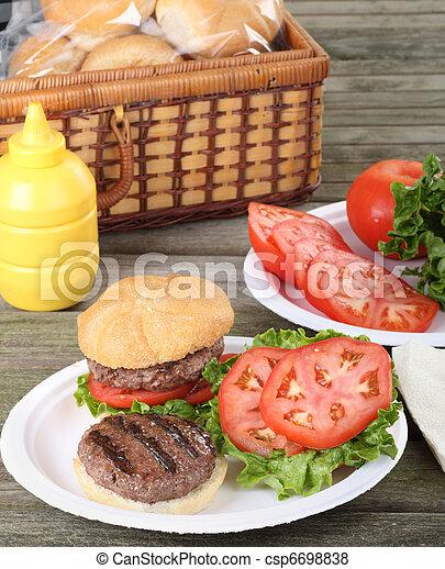 グリルされた, ハンバーガー, ピクニック - csp6698838